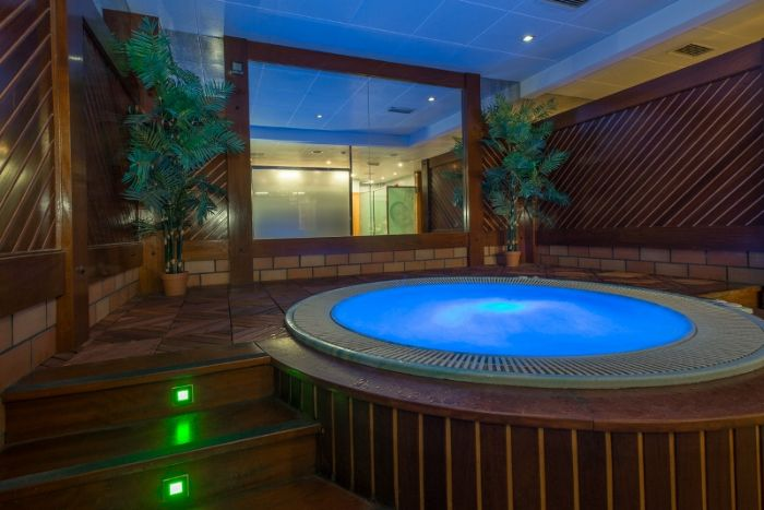 Anyos Park SPA jacuzzi by night