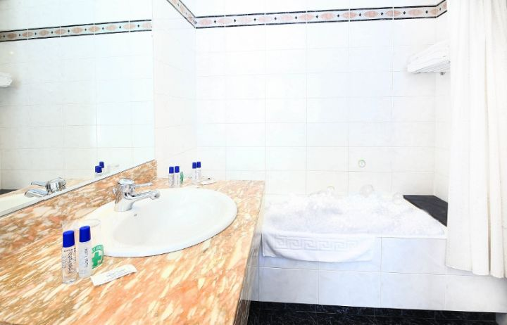 Salle de bain privative chambre double twin - Hotel Tudel